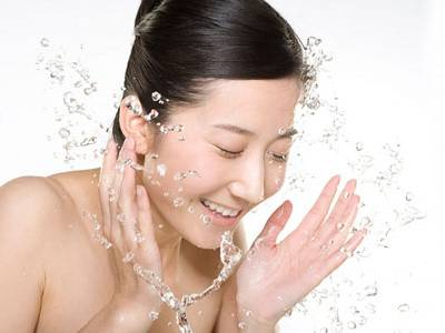 acne-home-treatment-cleaning-face